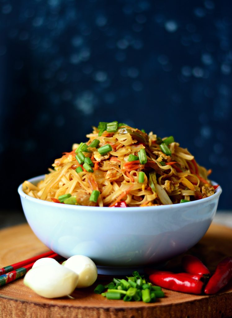Simple Stir-fried noodles full of vegetables, egg and tons of flavour! Indo-Chinese at it's finest, because this one is homemade! #vegetarian #lunch #dinner #vegan #stirfry