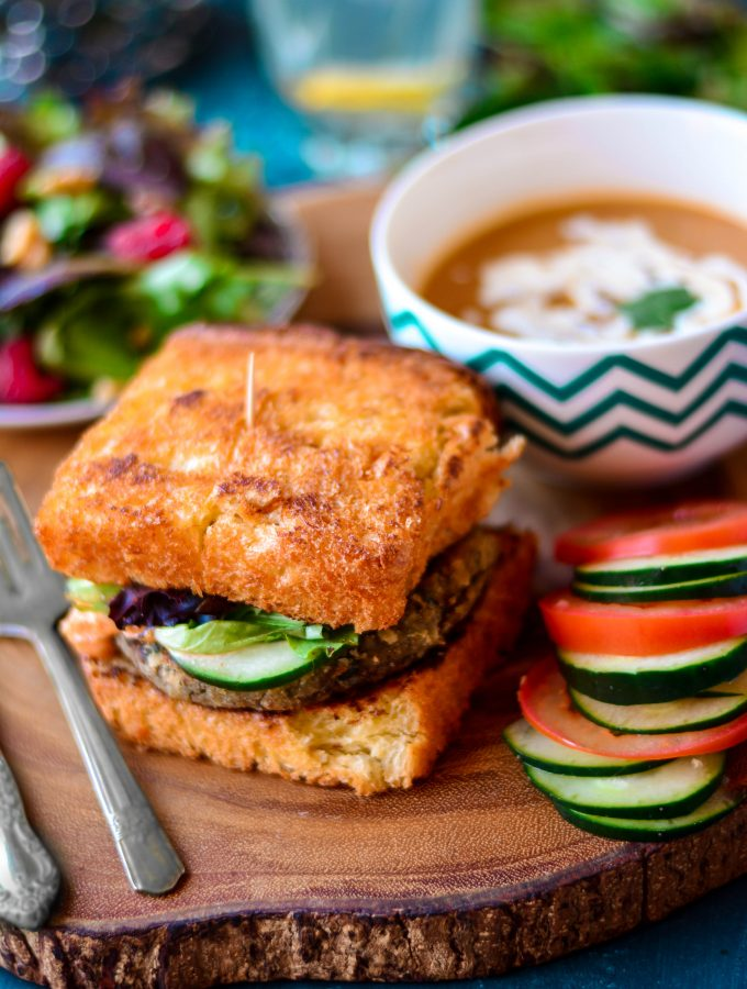 Swap up your meat patty for this flavourful and healthy VEGAN Eggplant sandwich - it's a party in your mouth that you don't wanna miss!