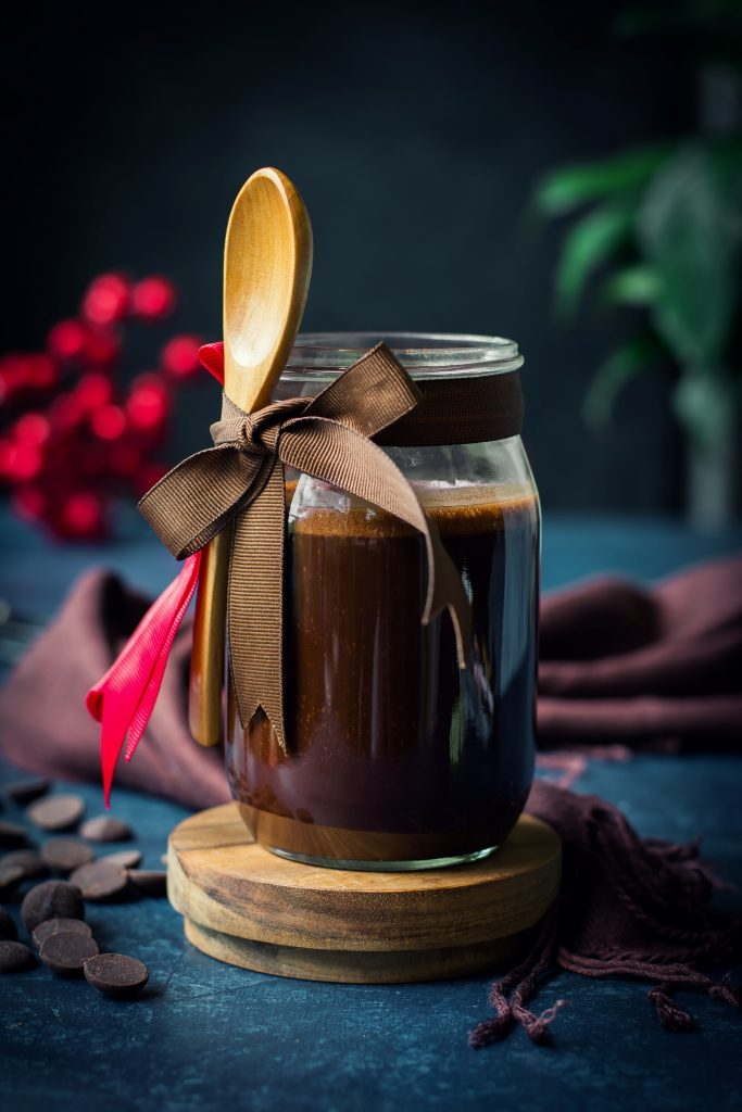5 simple ingredients and 10 minutes are all you need to create this 'creamy', fudgy Gluten-Free + Vegan Chocolate Sauce!!