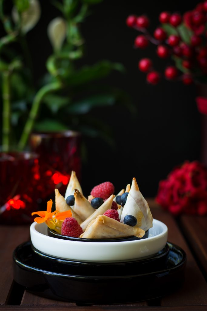 These assorted Vegan dessert samosas are absolutely delicious and bursting with fruity flavour, especially when paired with ice-cream!