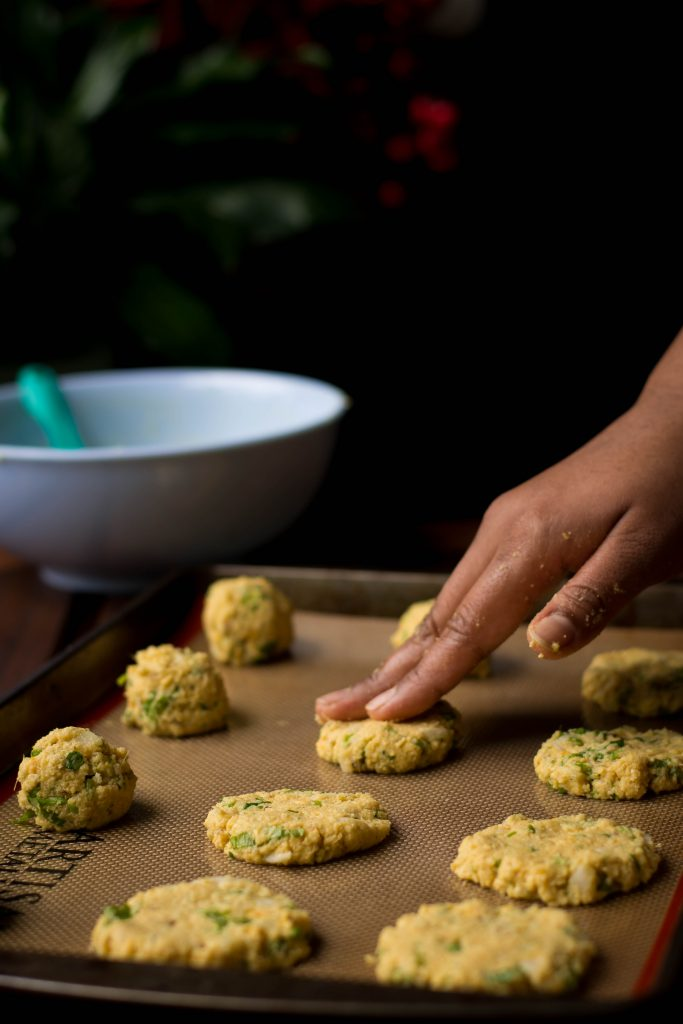 The next time it rains, make a batch of this BAKED Masala Vada. It's just as crispy as the deep-fried version! Vegan. Gluten free. Yumm.