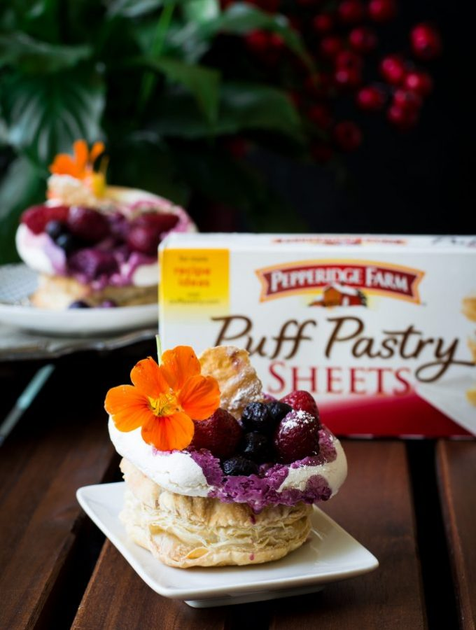 These VEGAN Pavlova Puffs are filled and topped with a delicious mixed berry crumble and needs just 8 ingredients to make!