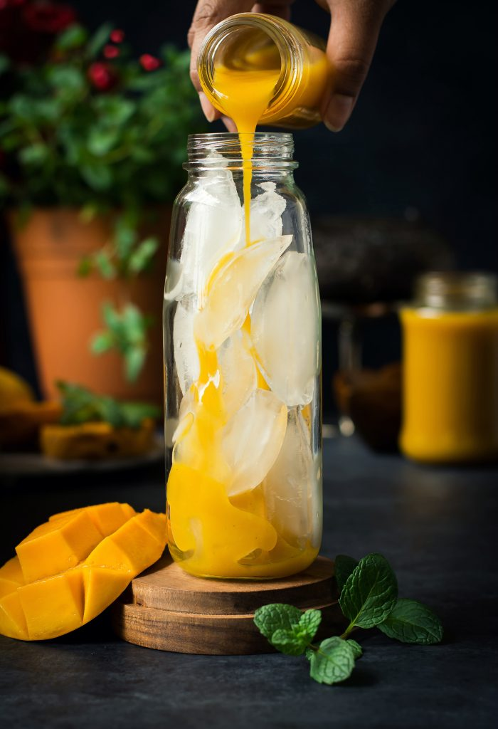 Non-Alcoholic Vanilla Mango Shrubs - it's like a fizzy mango soda, thanks to the Apple cider Vinegar. Fruity, summery & delicious to sip on! food photography | drinks | gluten-free