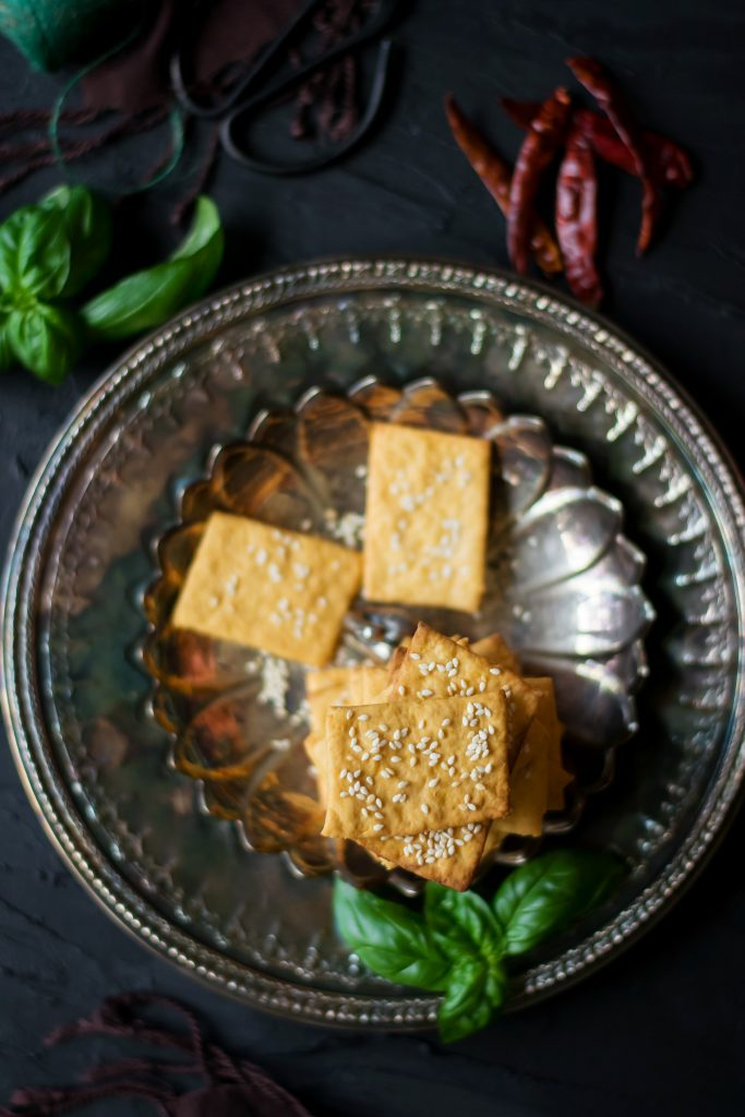 These Spicy Vegan Cheese Crackers are made with a dairy-free cheddar substitute and is absolutely delicious to munch on! appetizers | snacks | vegan | dairy-free