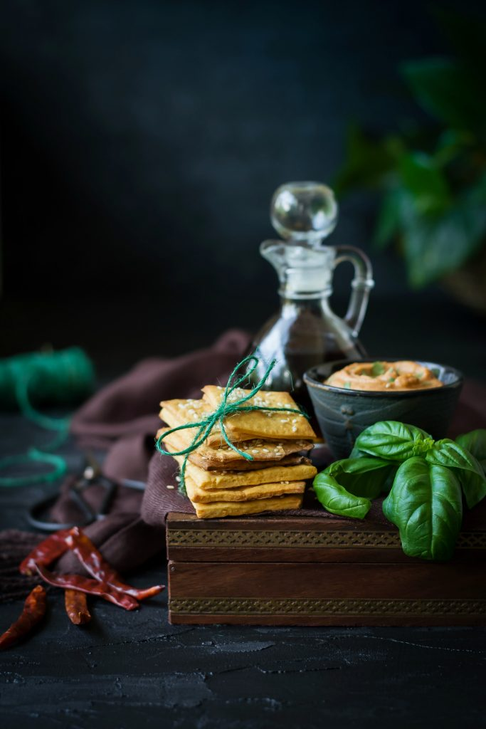 These Spicy Vegan Cheese Crackers are made with a dairy-free cheddar substitute and is absolutely delicious to munch on! appetizers   snacks   vegan   dairy-free