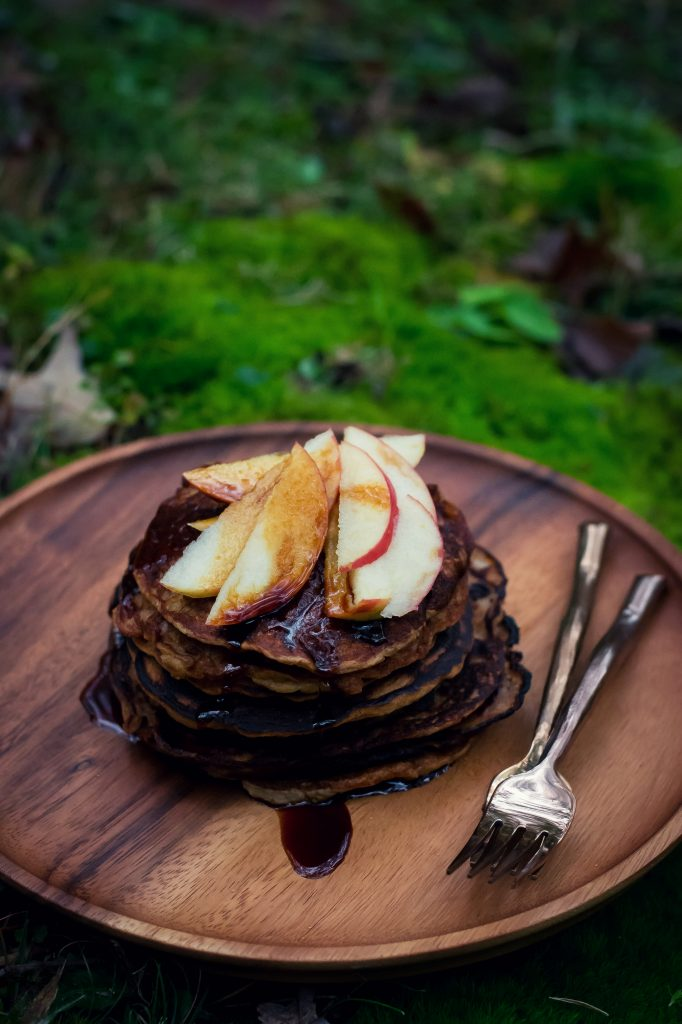I've been dreaming of this Fall Cookout weekend for months now, and what finally transpired was everything and more. Banana Pancakes w/ Cardamom Jaggery Syrup. Vegan + Gluten-Free. Made with Oats flour and unrefined sugar, its the perfect start to a perfect day. And how gorgeous are these Thai Handcrafted Wooden plates from Pankesum Roro?