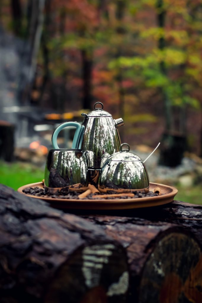 I've been dreaming of this Fall Cookout weekend for months now, and what finally transpired was everything and more. I was sipping coffee throughout the day to warm me from the inside out, and this gorgeous Minos Coffee Set never left my side.