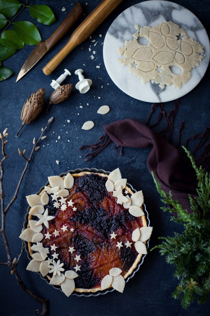 VEGAN Pumpkin Beet Pie fragrant with saffron, cardamom, cinnamon, coconut & vanilla, and a crust that almost melts in your mouth! #Dessert #Fall #Pie