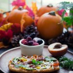 Who says Vegan food is boring? This Vegan Breakfast Pizza Toast would put a little extra sunshine on your weekend breakfasts!
