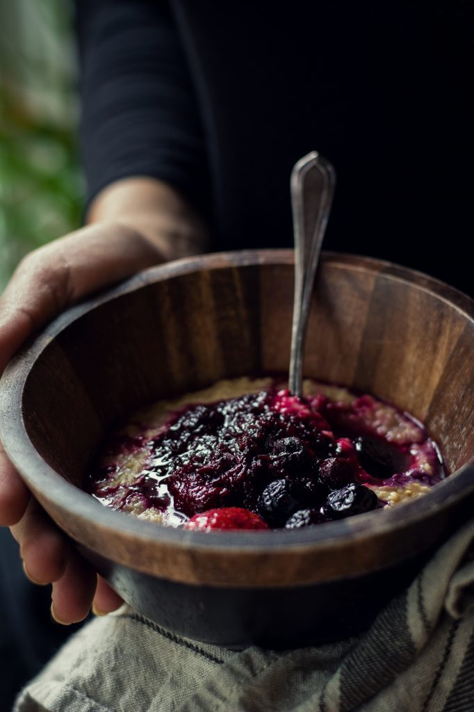 Include a pumpkin and beets to your breakfasts with these VEGAN Oatmeal Toppings - Pumpkin Pie | Berry Beet | Banana Date. #vegan #breakfast #foodphotography #oatmeal #beet #banana #dates #jaggery #berries #pumpkin #cinnamon