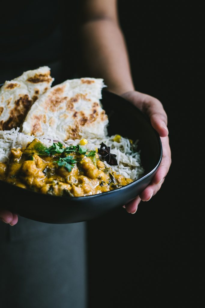 This VEGAN Spinach Chickpea Coconut Curry is a flavorful, nutritious, weeknight staple and adds a special decadence to your Sunday dinners. #vegan #foodstyling #chickpea #coconutmilk #spinach #plantbased #foodphotography #LagostinaUSA #LagostinaSundayDinner
