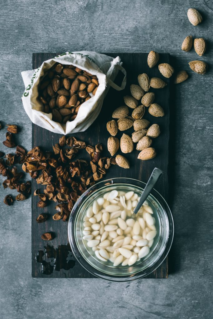 Almonds - in shell, shelled, raw, skinned / blanched and soaked,