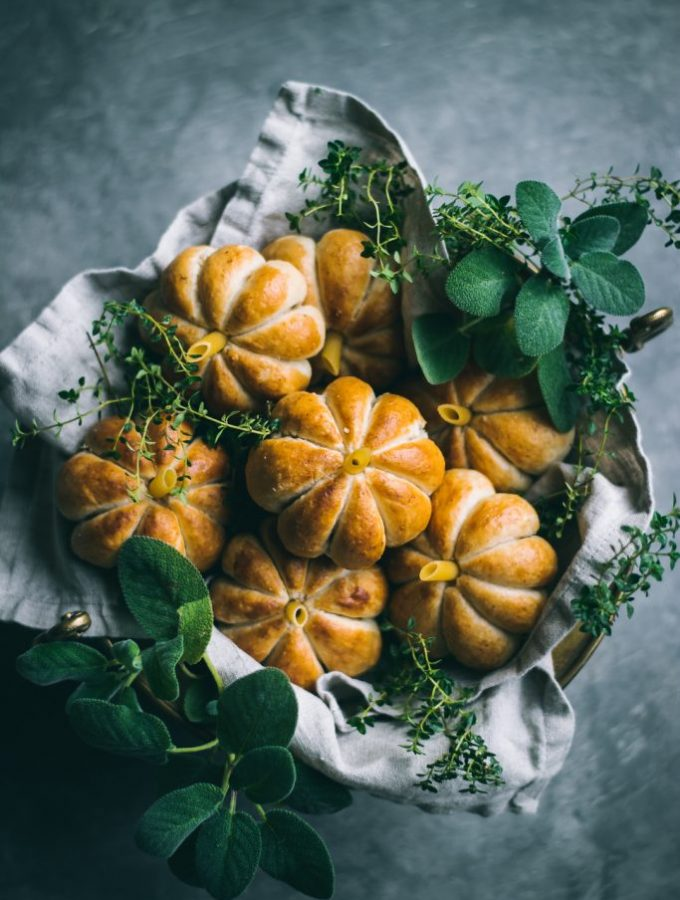 VEGAN Pumpkin Shaped Rolls